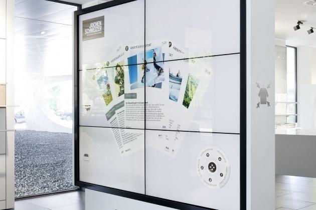 Interaktive Monitor Wand mit sechs Monitoren