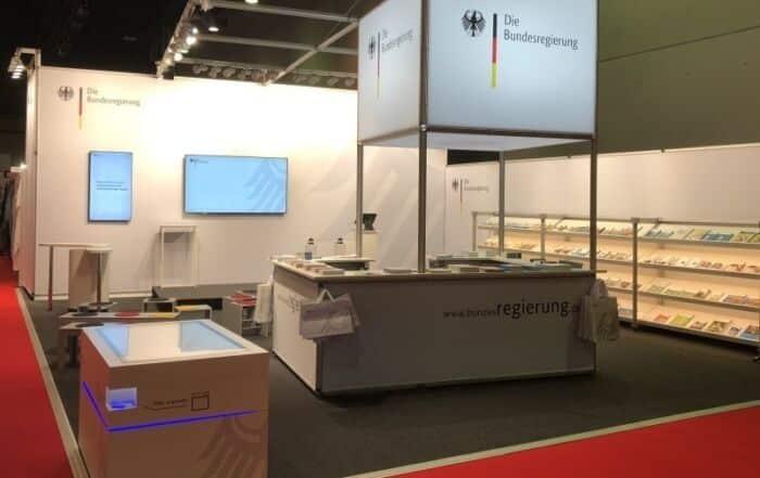 Messestand der Bundesregierung auf der Frankfurter Buchmesse 2018 mit Multitouch-Scanner-Tisch von Garamantis