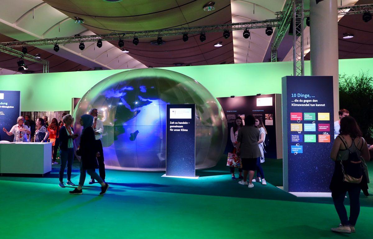 Multisensorische Erlebnis-Installation mit VR-Brillen für Messen und Events