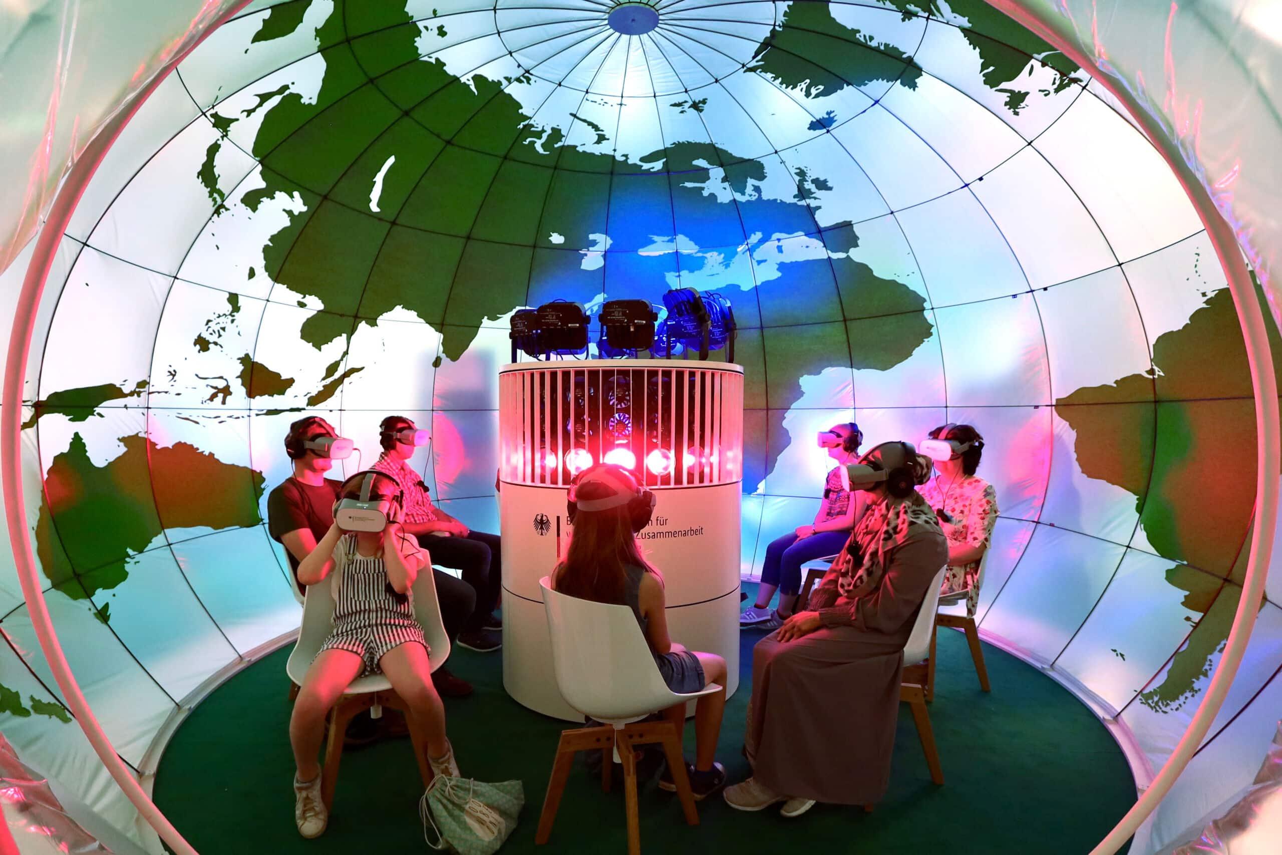 BMZ Klimakuppel - multisensorische 360-Grad Video Messeinstallation