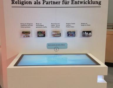 Interaktiver Messestand auf dem Kirchentag in Berlin