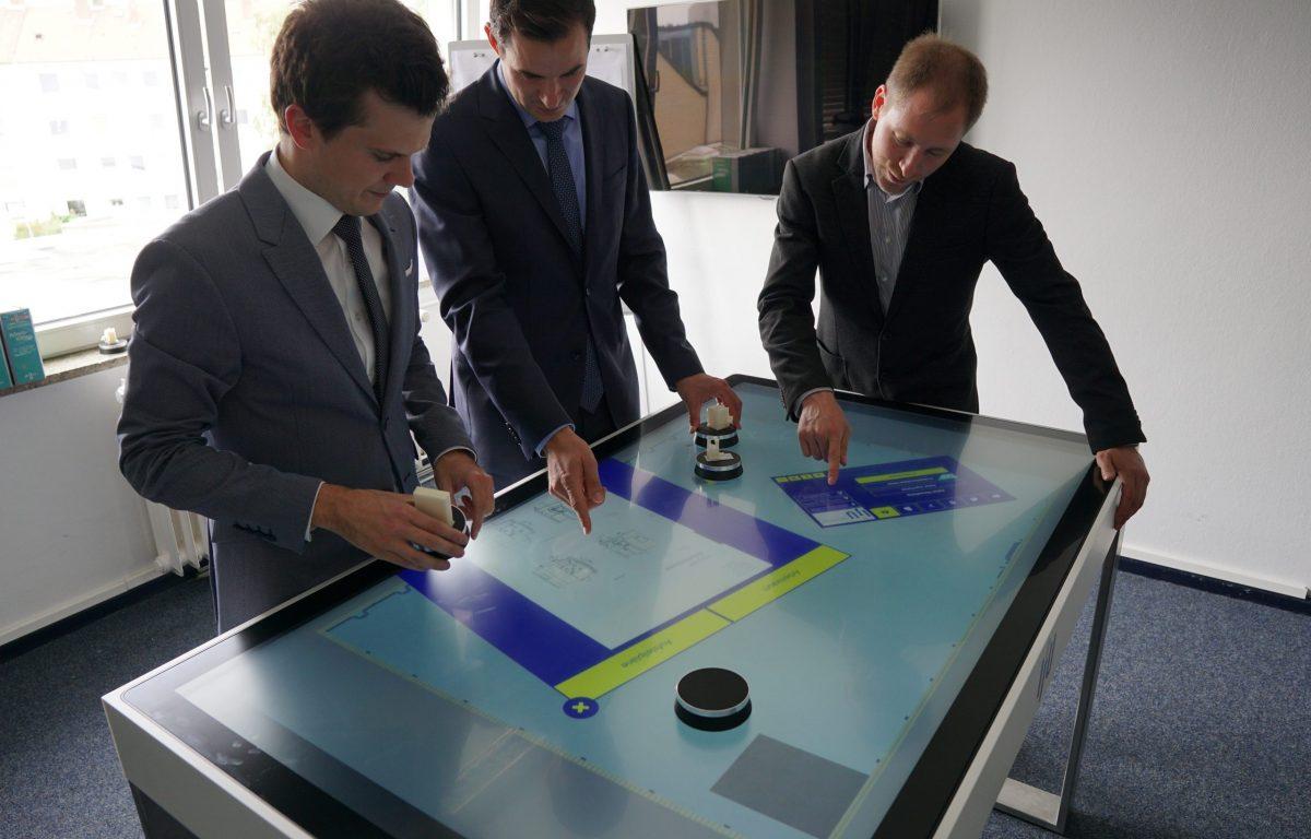Multitouch Tisch interaktive Fabrikplanung