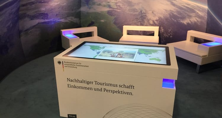 Multitouch-Table am BMZ-Messestand auf der ITB 2017
