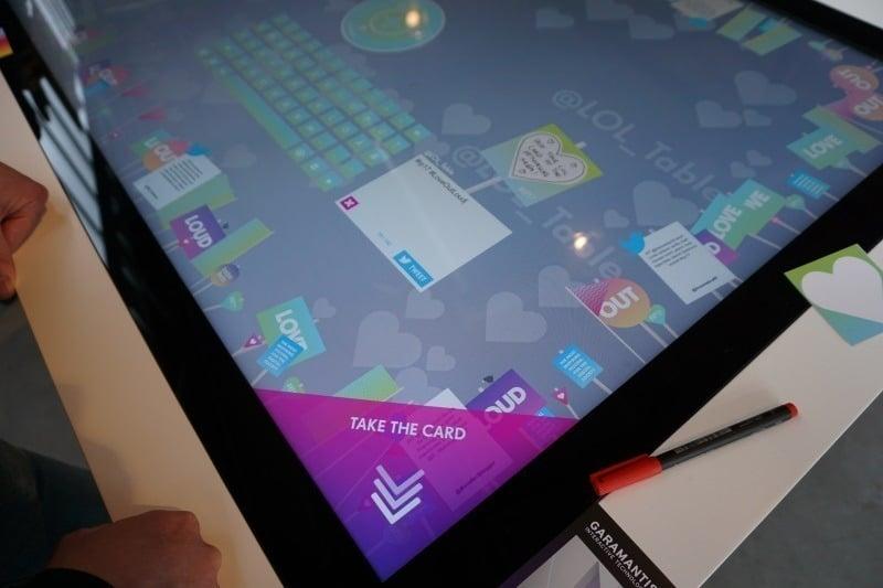 Neuer interaktiver Social Media Tisch