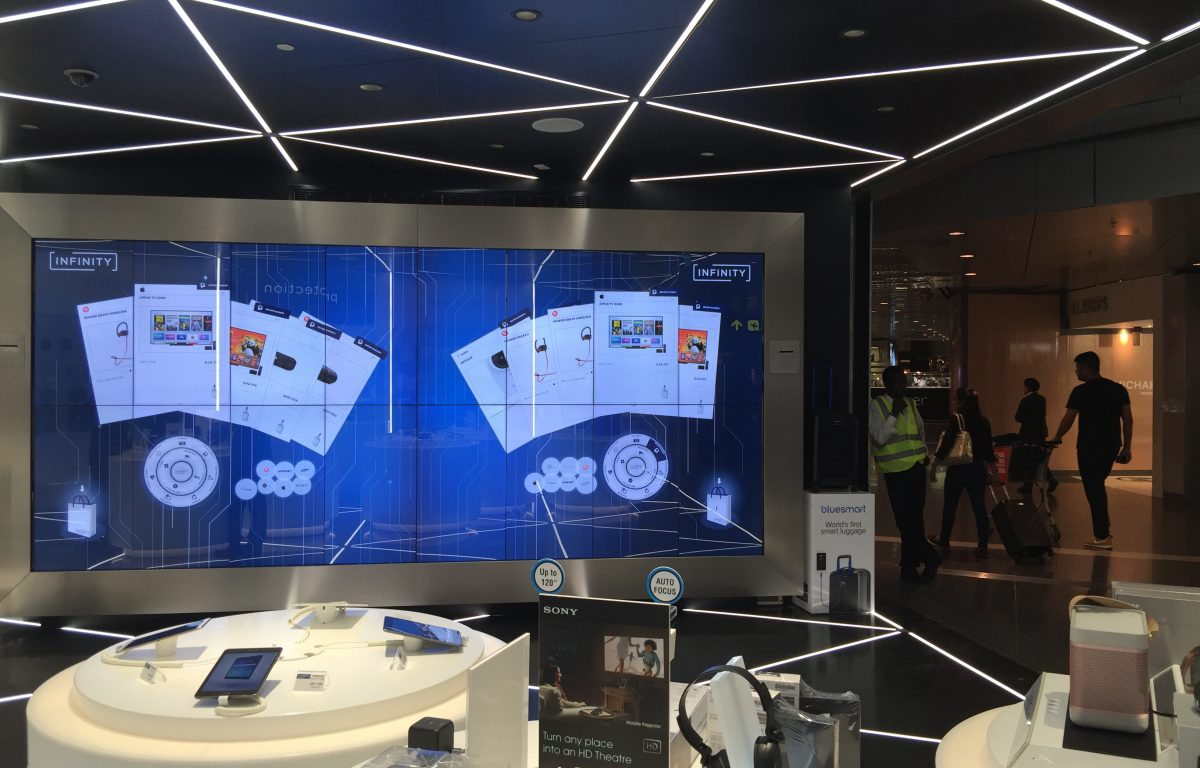 Interactive Shopping Wall at the POS in the airport
