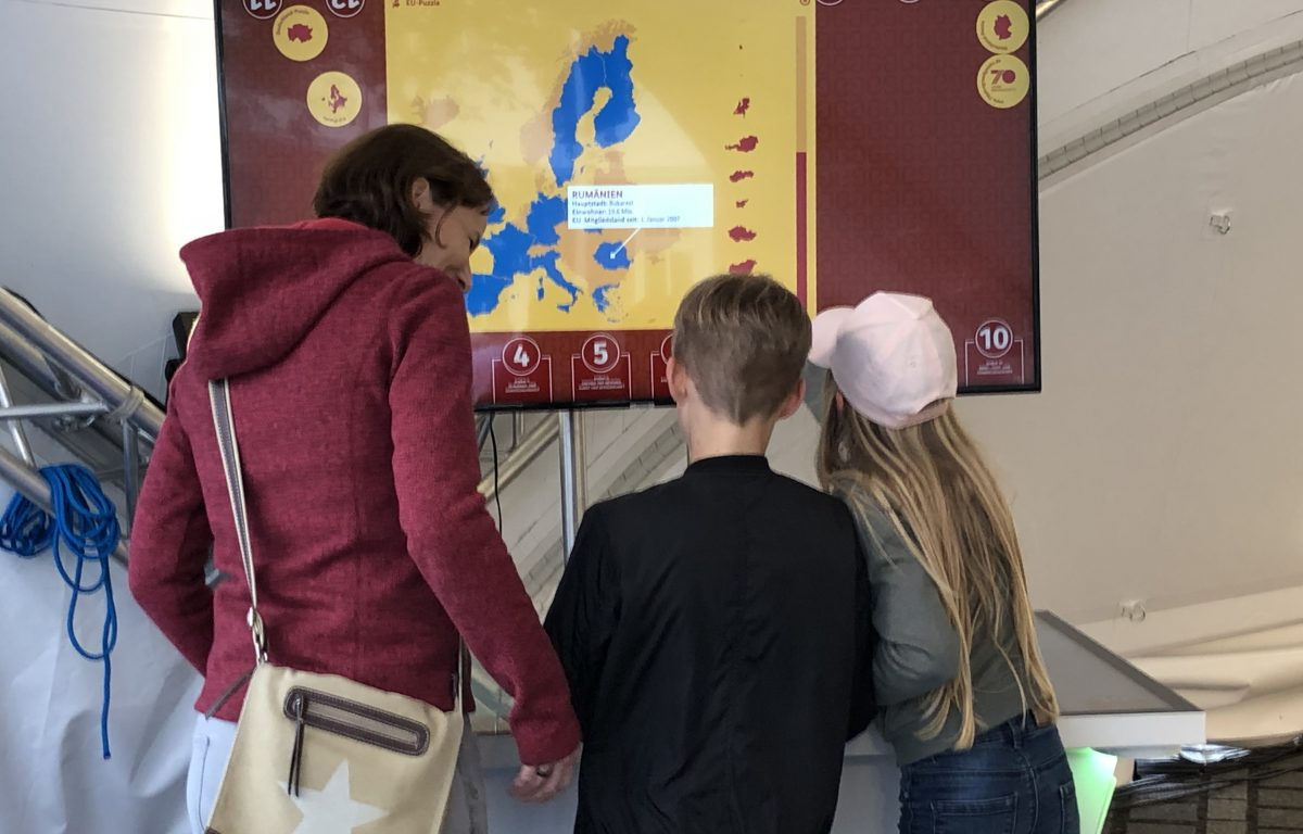 Multitouch scanner table asks visitors to write their opinion on the Basic Law on cards