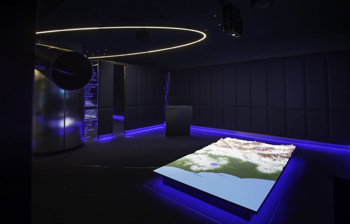 ESA News-Room mit projiziertem 3D-Höhenmodell