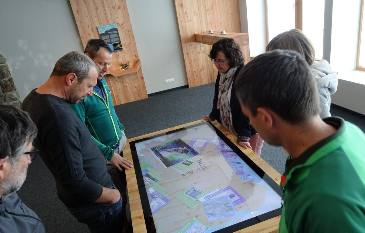 Multitouch software with freely movable and scalable info maps ©Archive Naturpark Ötztal - Patrizia Plattner