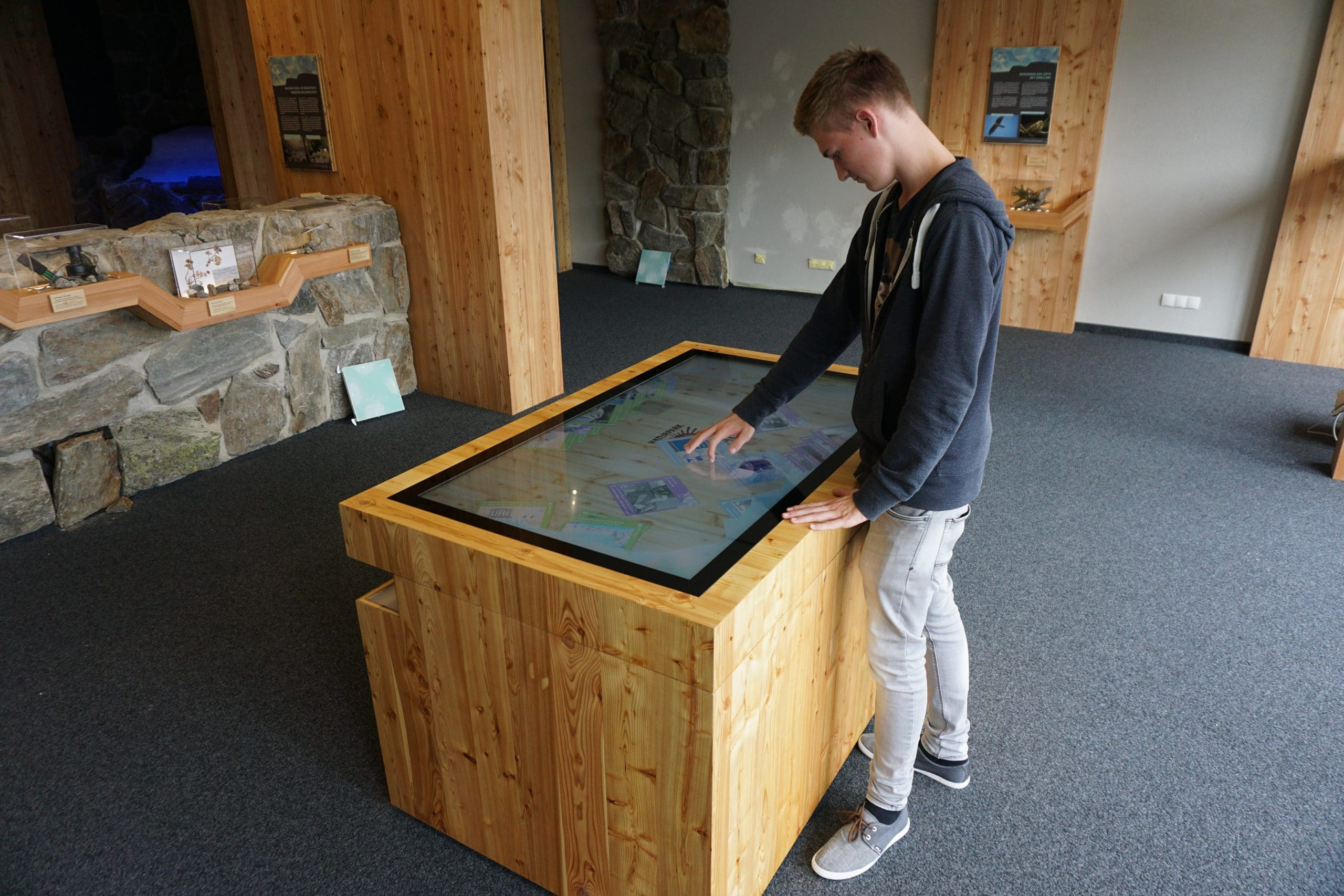 Multitouch-Scanner-Tisches auf 2.670 Metern in der Hohe Mut Alm im Naturpark Ötztal ©Archiv Naturpark Ötztal - Thomas Schmarda