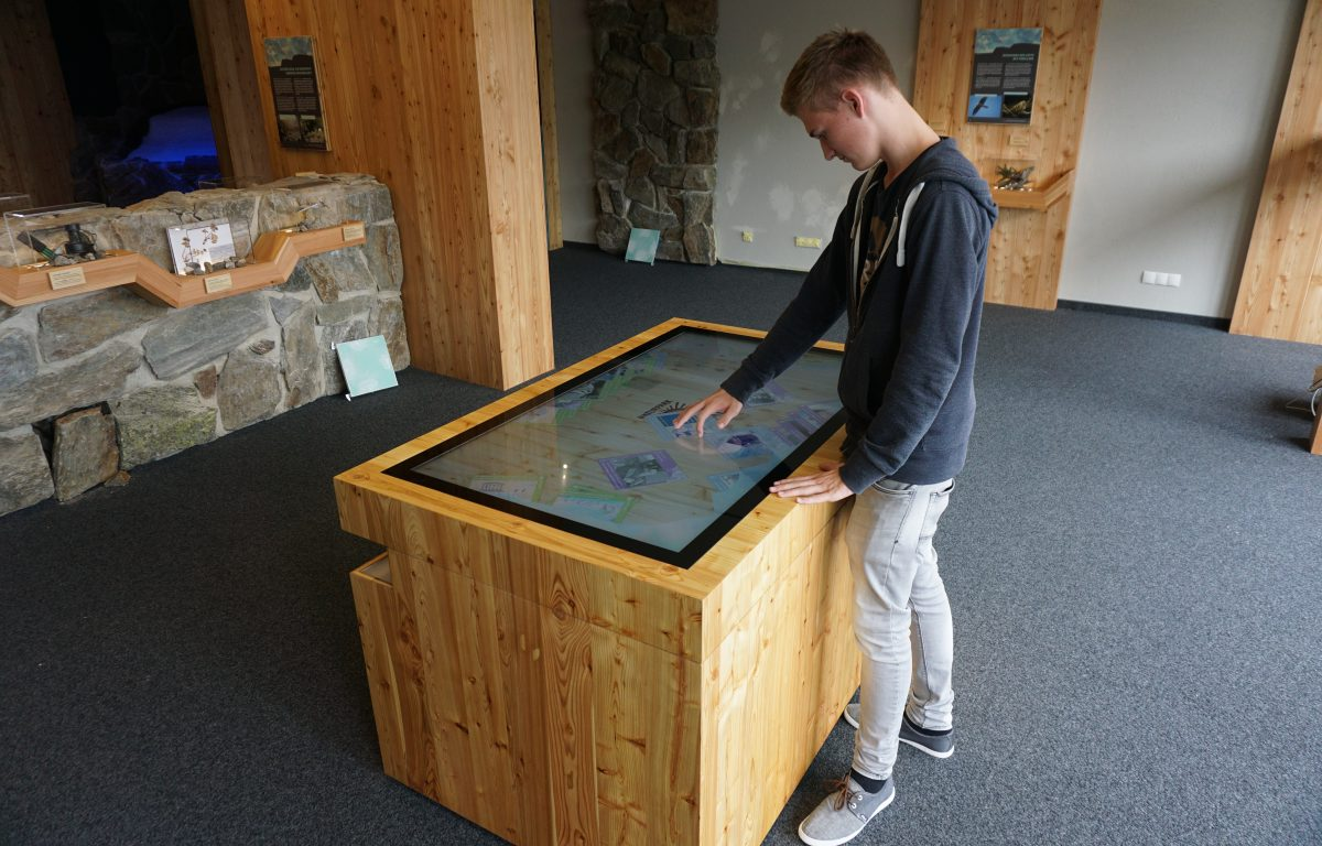 Multitouch scanner table at 2,670 metres in the Hohe Mut Alm in the Ötztal Nature Park ©Archive Naturpark Ötztal - Thomas Schmarda