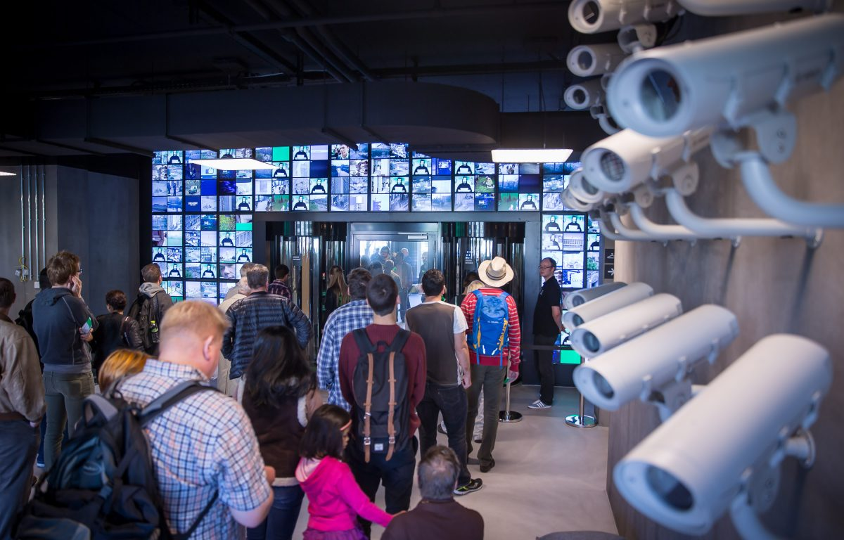 Networked exhibition technology for an entire interactive museum