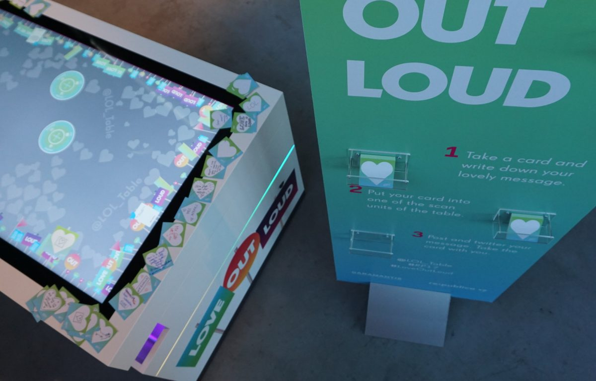 interaktiver Multitouch Twitter-Tisch auf der re:publica 2017 in Berlin