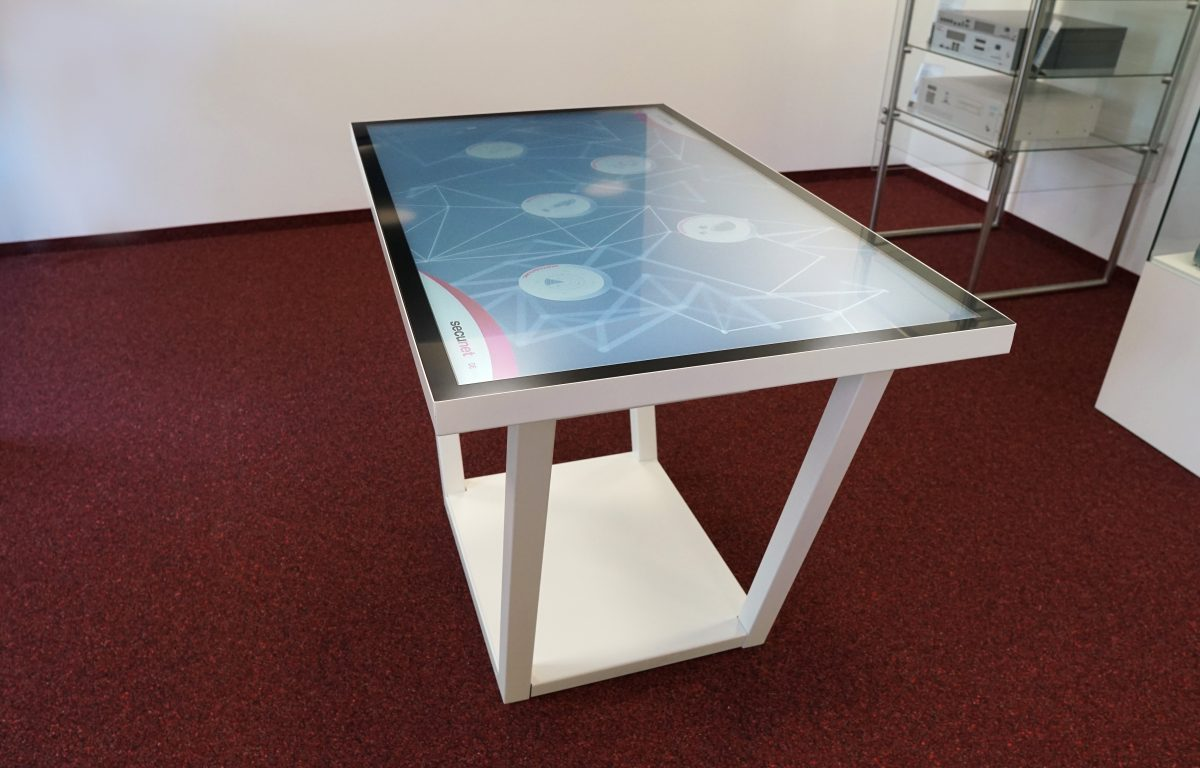 Touch Table with ultra HD multitouch surface