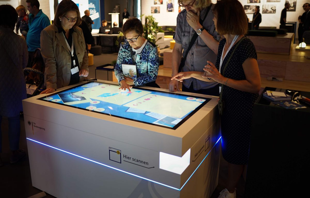 Multitouch scanner table at the Federal Government Open Day 2018