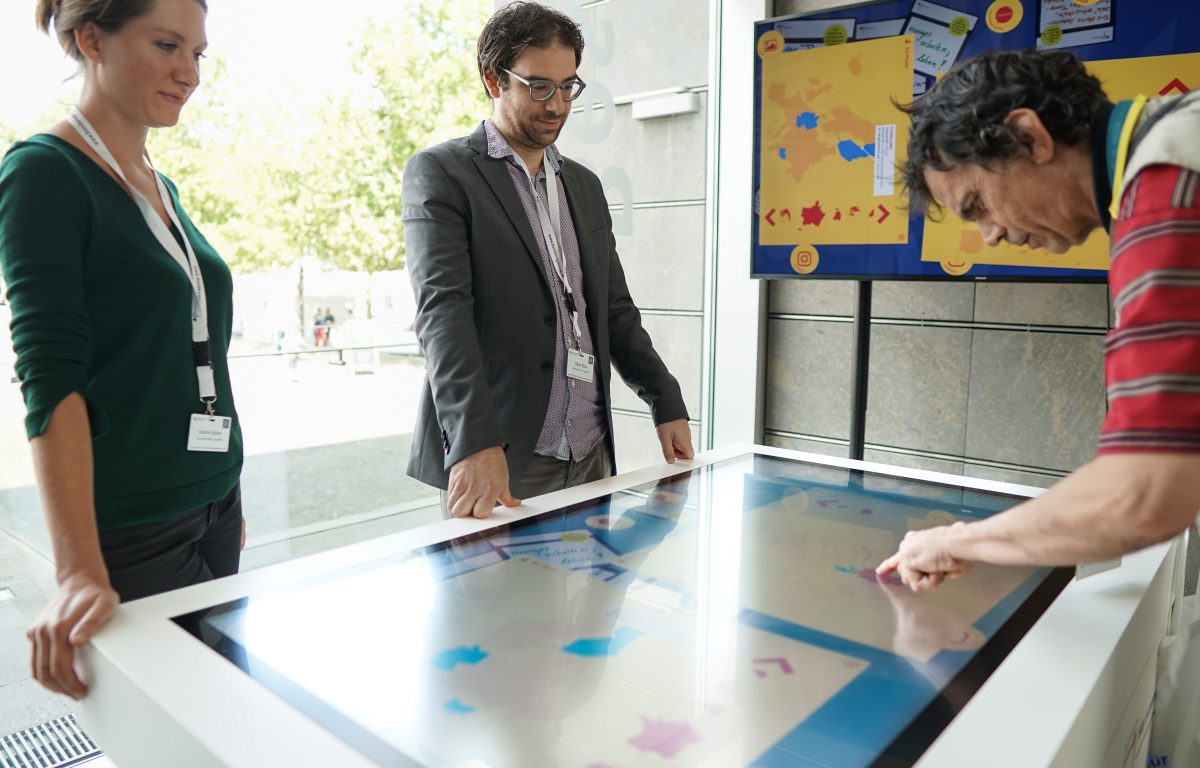 interactive EU puzzle at the Multitouch Table in the Federal Press Office