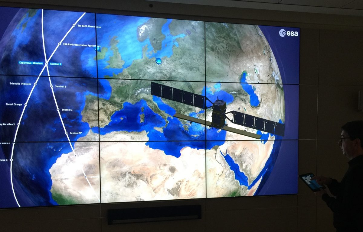 High-resolution screen wall consisting of nine monitors in the ESA showroom