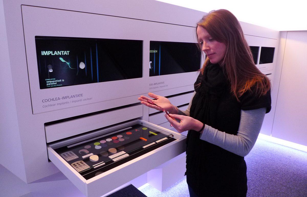 Interaktive Ausstellungs-Station für Hörimplantate von MED-EL