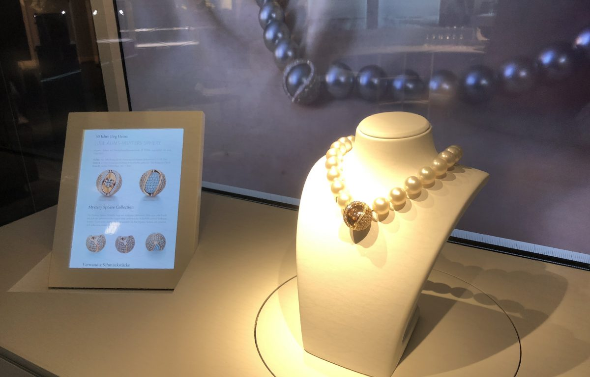 Interactive showcase displays anniversary jewelry from the Jörg Heinz manufactory