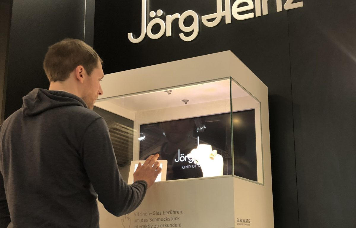 Interactive showcase with clear multitouch glass