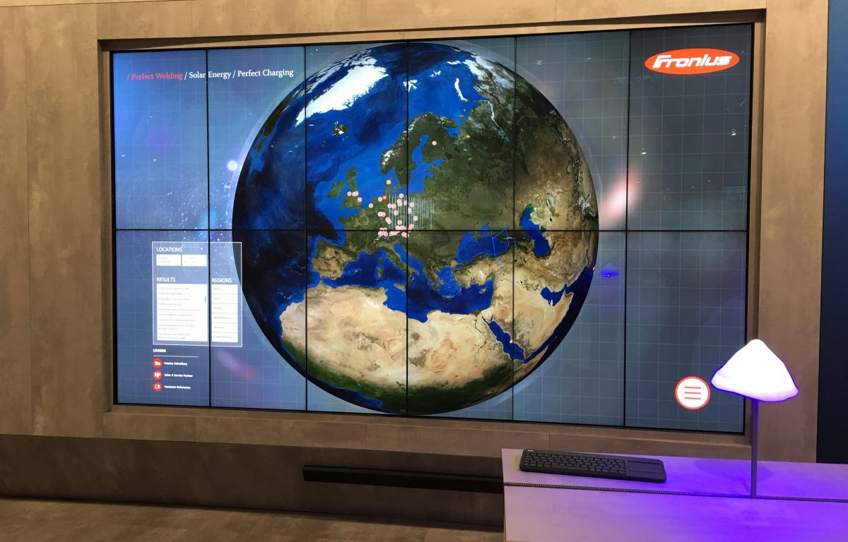 Multitouch wall with 12 screens: interactive globe of the Reference Wall