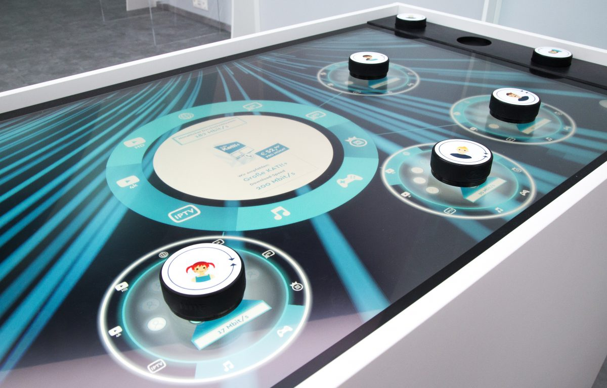 Product configuration on multitouch table with capacitive markers