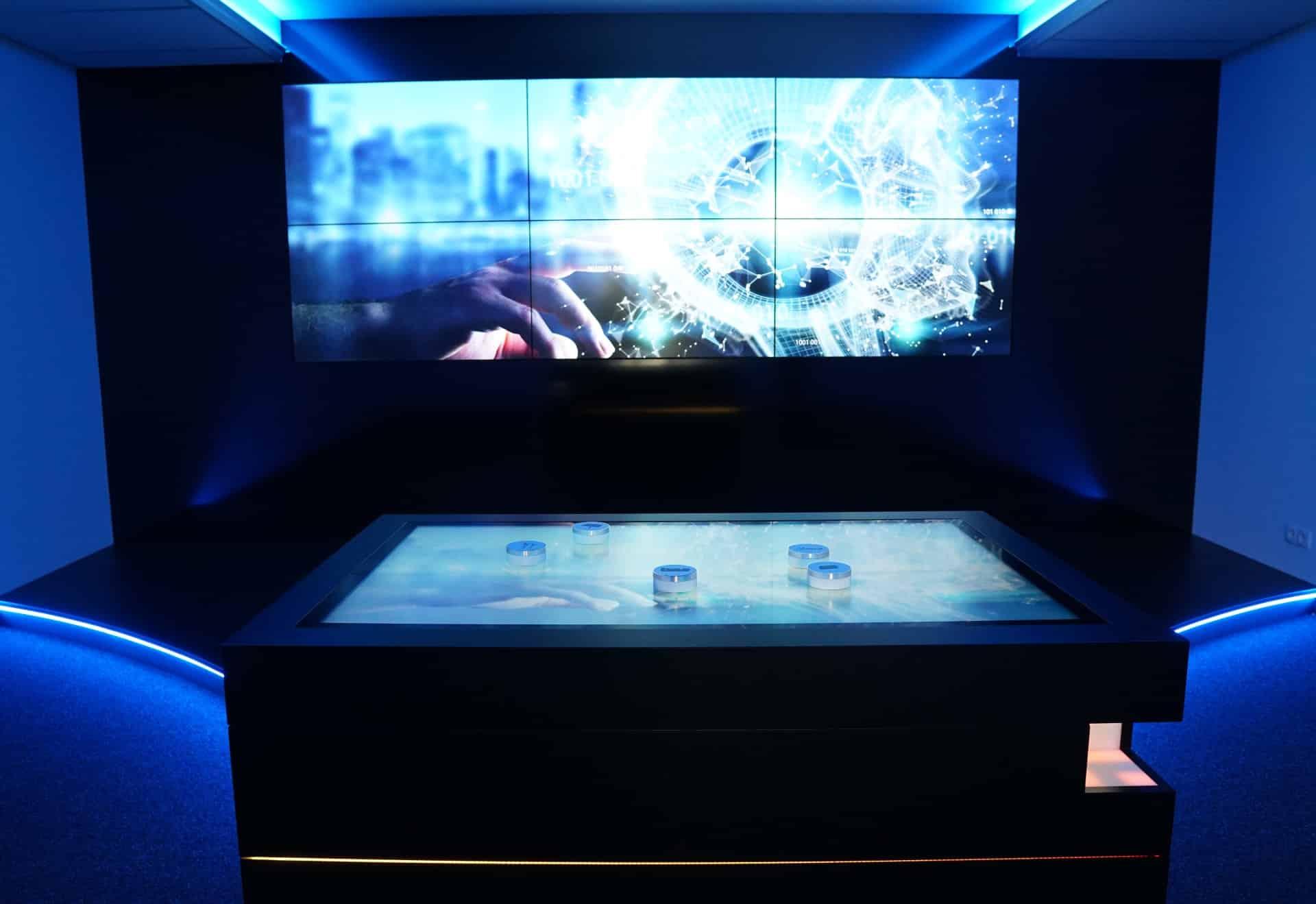 Multitouch-Tisch und Screenwall im ifesca Showroom