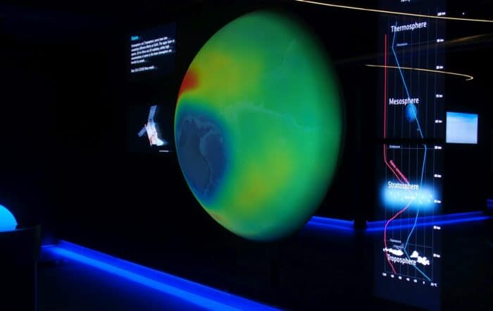 Interactive projection with 4K projector on globe in ESA showroom