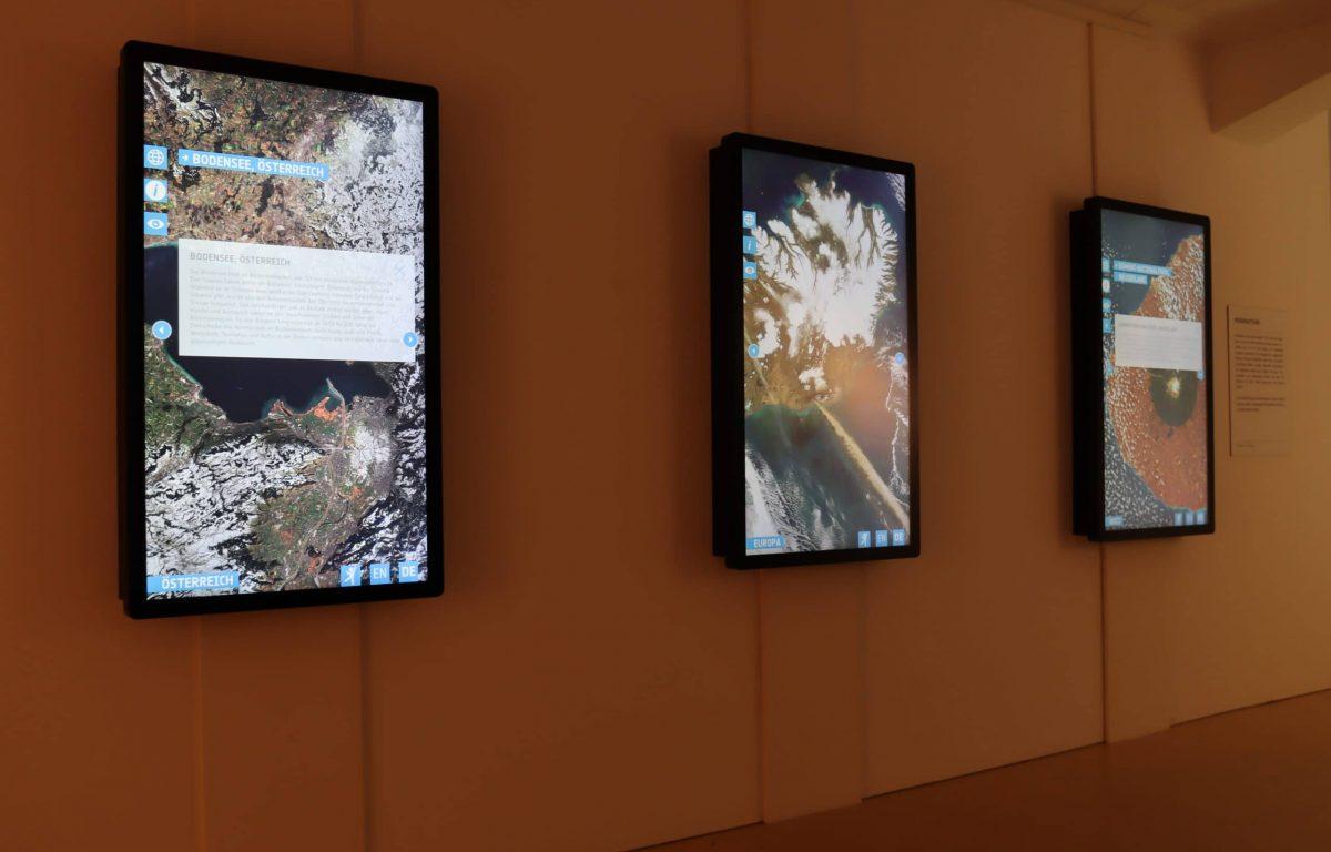 Multitouch-Stationen in der Ausstellung Global Shift – Die Welt im Wandel
